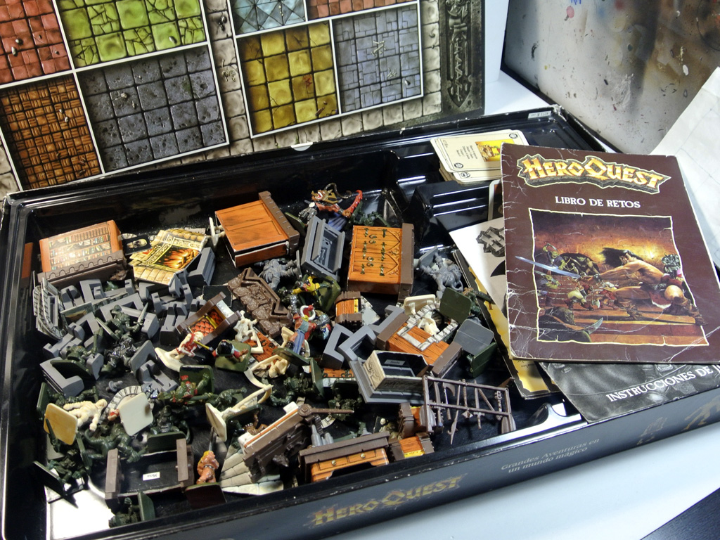 Caja Heroquest abierta